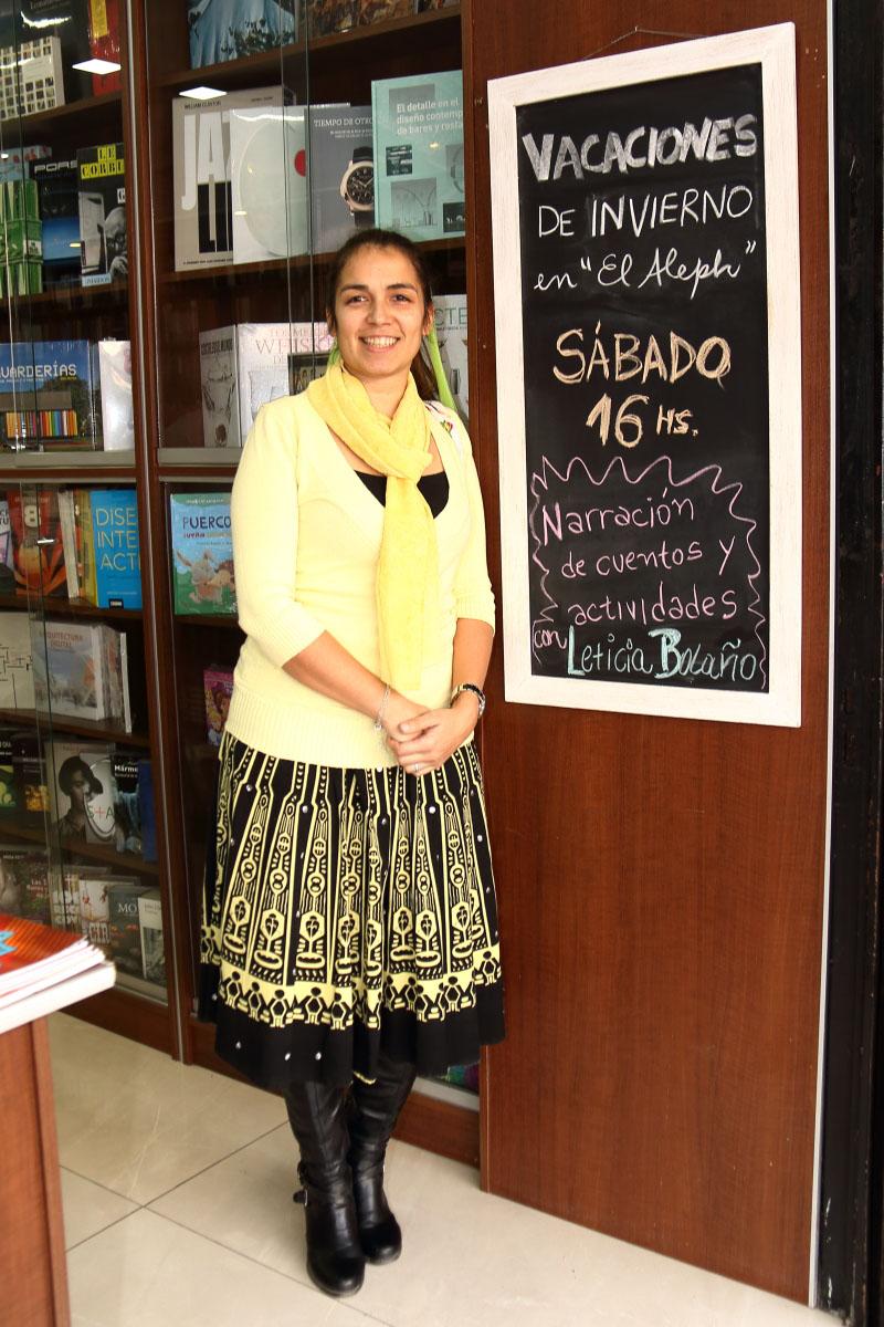 Leticia Bolaño en la librería el Aleph de Berazategui.